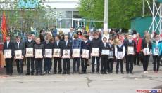 Школьники с фото кирсановцев-Героев Советского Союза