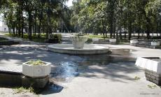 Старый фонтан в сквере