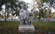 Статуя Ленина в сквере