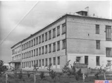 Здание средней школы №4. 1972 год