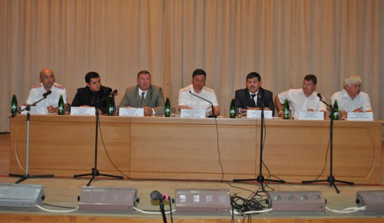 Григорий Гоман с жителями Кирсанова