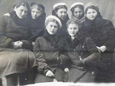 М. Лысых с подругами
