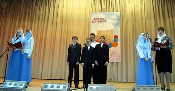 воспитанники воскресной школы Тихвинского монастыря
